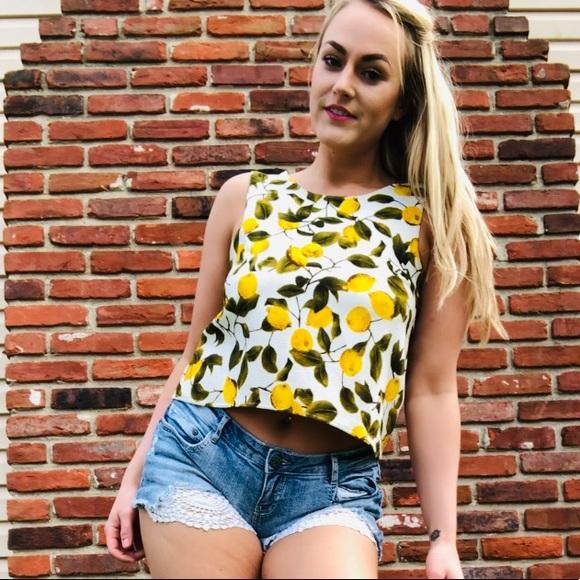 8912ec78 Zara Basic Lemon 🍋 Print Boxy Crop Top. M_5caf9c2bffc2d4494f2bbe0b